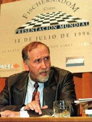 Bobby Fischer lucha contra su deportación en Japón